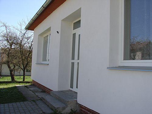 OBRÁZEK : v.lhota_budova_knihovny_2007_.jpg
