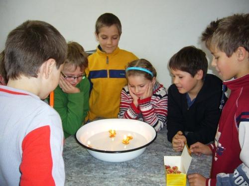 OBRÁZEK : zs_vanoce_deti_lodicky_vl_2010.jpg
